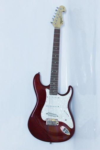 Guitarra Tagima Strato Vermelho Transparente T-805 Escala escura Escudo Branco Perolado